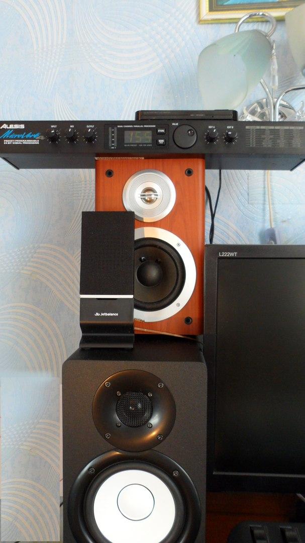 """Студийная акустика Ymaha-HS7 и DX 40, Ревербератор """"Alesis"""" (Фото откроется в новом окне)"""