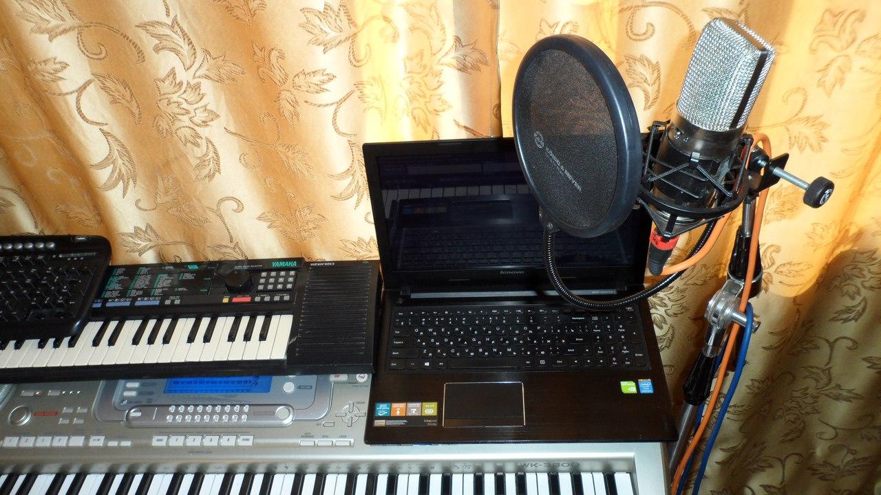 Студийный микрофон + Поп фильтр + Паук + Стойка (фото откроется в новом окне)