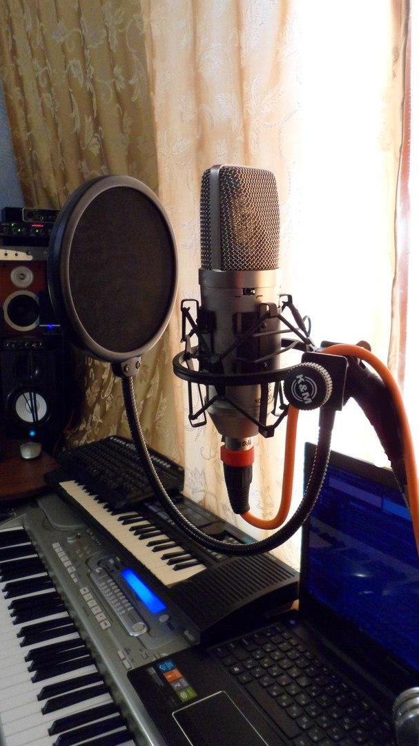 Микрофон студийный + поп фильтр + паук + стойка (фото откроется в новом окне)